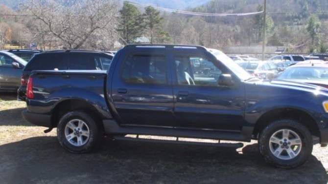 2005 Ford Explorer Sport Track